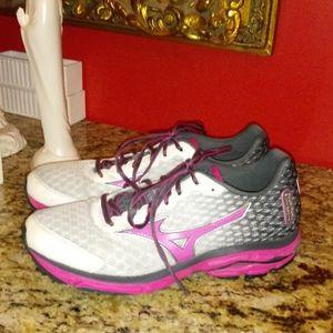 0218 Waverider Sneakers